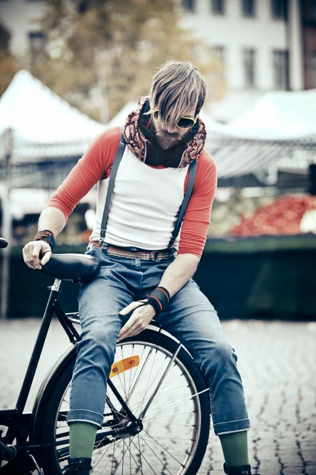 Dicono che questo ciclista sta indossando un caschetto invisibile.